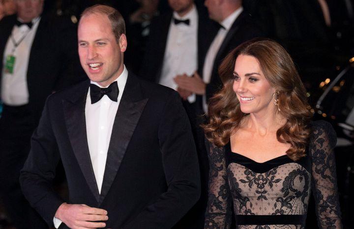 Η αντίδραση των πρίγκιπα Γουίλιαμ και Κέιτ Μίντλετον όταν η Καμίλα Καμπέγιο έκλεψε στυλό από το παλάτι του Κένσινγκτον.
