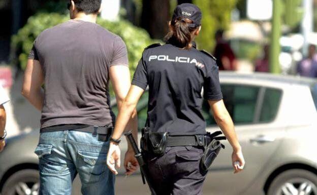 Una agente de la Policía Nacional en una imagen de