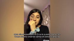 Finge un tutorial di make-up e aggira la censura su TikTok per parlare dei lager in