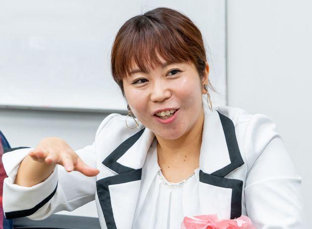 お笑いコンビ・ハナイチの関谷友美(せきや・ともみ)さん 自身の婚活や恋活についてブログを執筆。