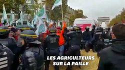 Des agriculteurs bloquent les Champs-Élysées et demandent à rencontrer