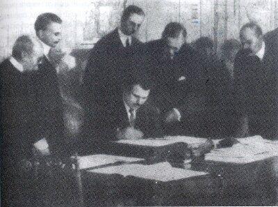 O Stamboliiski υπογράφει τη