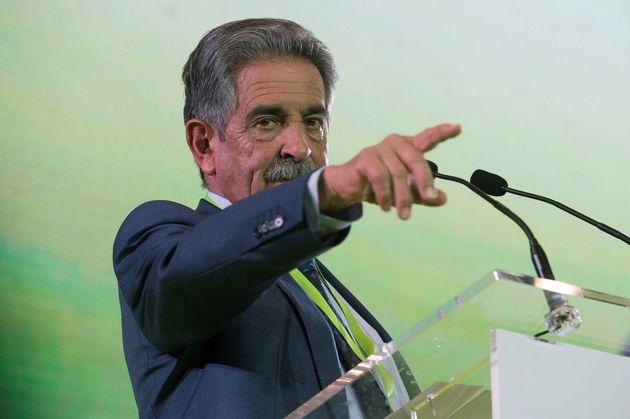 El presidente de Cantabria y secretario general del PRC, Miguel Ángel