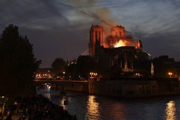 Découvrez la carte des prélèvements de plomb à Notre-Dame (ici en feu le...