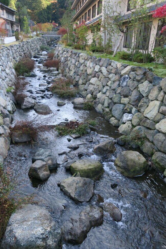 再生した参道脇の永平寺川