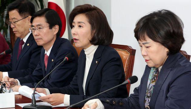 나경원 자유한국당 원내대표가 28일 서울 여의도 국회에서 열린 최고위원회의에서 발언하고 있다. 나경원 원내대표는