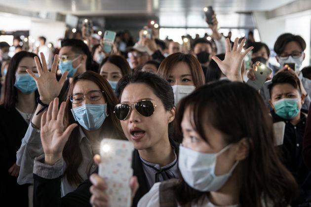 Ο Τραμπ επικύρωσε τους νόμους υπέρ των διαδηλωτών στο Χονγκ Κονγκ - Οργή στο