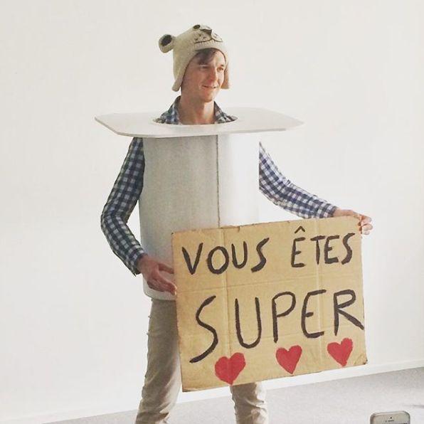 Avec son bonnet et sa pancarte, Grégoire Hussenot voulait encourager la bienveillance et les initiatives