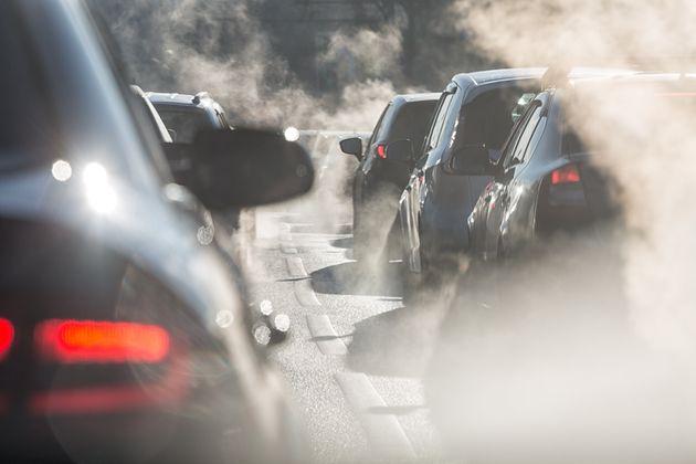 Ευρωβαρόμετρο: 7 στους δέκα πολίτες ζητούν πρόσθετα μέτρα για την ατμοσφαιρική