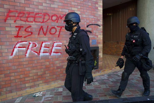 Η αστυνομία μπήκε στο Πολυτεχνείο του Χονγκ Κονγκ μετά από πολύωρη