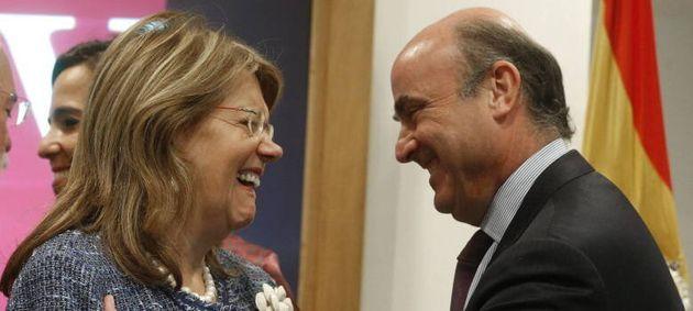 Elvira Rodríguez, presidenta de la CNMV, y Luis de