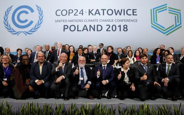 Los participantes en la última Cumbre del Clima, en Katowice, Polonia, en la foto final de