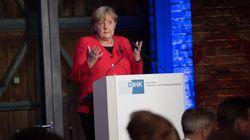 Angela Merkel se tropieza durante un evento en Berlín: