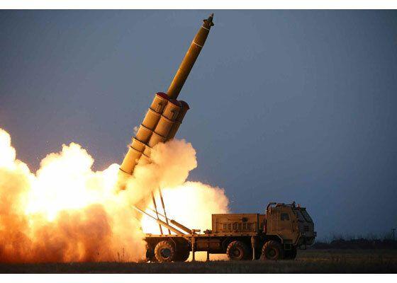 북한이 28일 오후 함경남도 연포 일대에서 발사한 발사체에 대해 '초대형 방사포 연발시험사격'이라고 29일