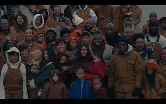 Kourtney Kardashian, Kris Jenner, Kim Kardashian, Kanye West et Ray West dans le clip de