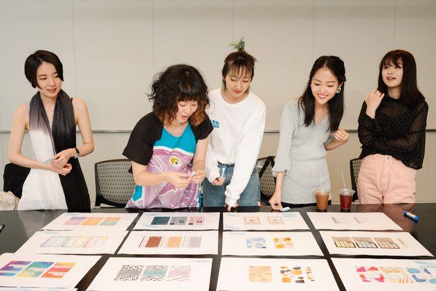 #NoBagForMeのプロジェクトメンバー。写真左から塩谷舞さん、瀧波ユカリさん、あっこゴリラさん、ハヤカワ五味さん、菅本裕子(ゆうこす)さん