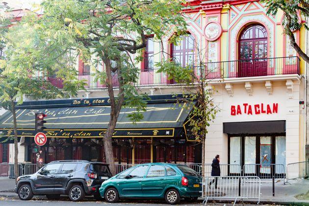 Devant la salle du Bataclan à