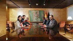 No era uno más: el bolígrafo de los miembros de ERC en su reunión con el PSOE no ha pasado