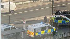 Schüsse Hörten, In Der Nähe Der London Bridge, An Der Britischen Polizei Reagieren, Um Die Stechende Vorfall