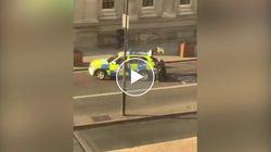 Sparatoria al London Bridge. Uomo a terra dopo l'intervento della polizia