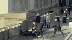 Il coraggio degli inglesi: passanti eroi fermano l'attentatore sul London