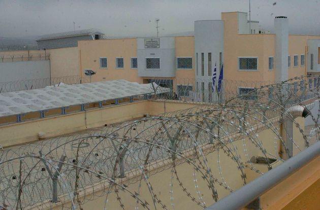 Τέσσερις τραυματίες σε συμπλοκή μεταξύ κρατουμένων στις φυλακές