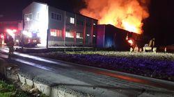 나주 폐목재 공장에 이틀째 화재가 계속되고