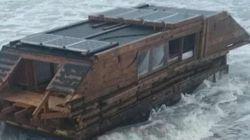 Λύθηκε το μυστήριο με το ξύλινο σπίτι που ξεβράστηκε στις ακτές της