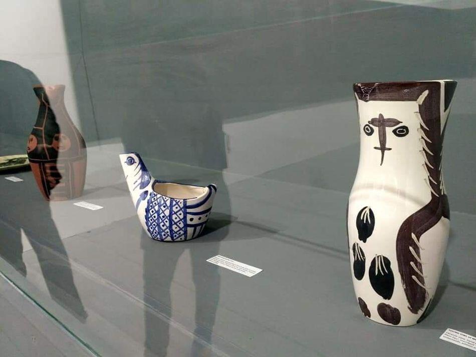 "Unexpected Dialogue"" με κεραμικά έργα του Pablo Picasso & ζωγραφικά έργα του Mice Jankulovski από τη συλλογή του μουσείου Museum of Drawing Skopje με την επιμέλεια του Μάνου Στεφανίδη,"