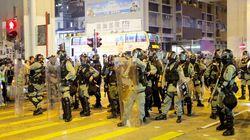 香港で警察とデモ隊が衝突 区議選後初めて