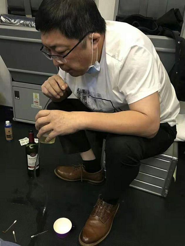 비행기에서 환자의 소변을 직접 입으로 빨아내는 장훙의
