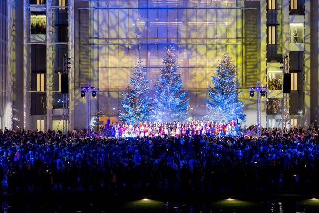 ΚΠΙΣΝ: 40.000 επισκέπτες στη γιορτινή φωταγώγηση του Χριστουγεννιάτικου
