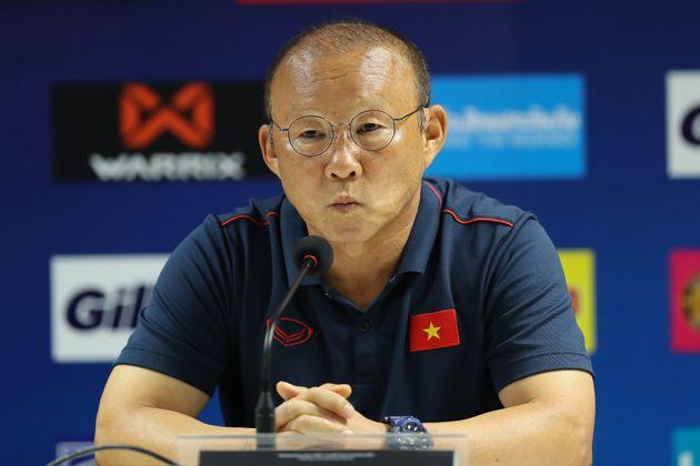 박항서의 베트남 축구대표팀이 역전승으로 3연승을
