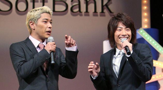 左から「ロンドンブーツ1号2号」の田村亮さんと田村淳さん(2009年撮影)