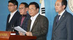 자유한국당 당직자들이 일괄 사퇴 선언하며 한