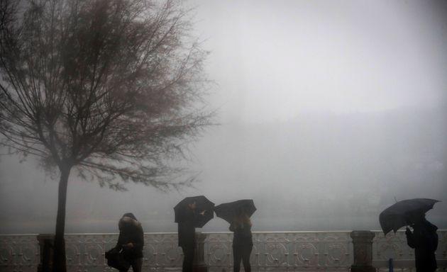 La semana comienza con mucha lluvia y avisos en la costa gallega y