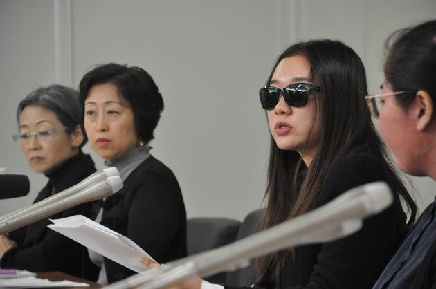 記者会見したSAYのメンバー。山下さん(右から2人目)は学生にもメッセージを投げかけた。