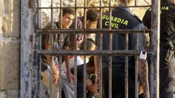 Sancionan al guardia civil tratado de héroe por rescatar menores inmigrantes en Melilla: todo era