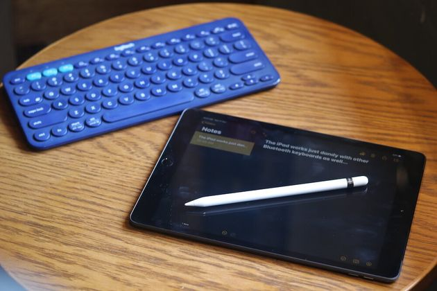 The new iPad 2019 lets you use a Bluetooth keyboard or a stylus for added