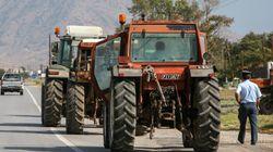 Μπλόκα σε δρόμους από αγρότες στη