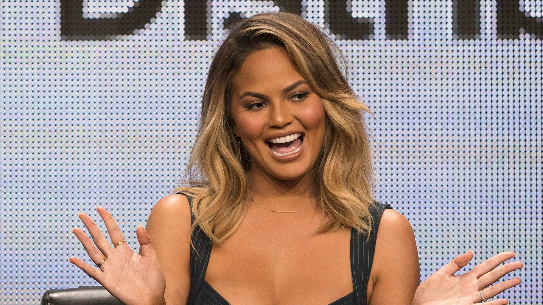 Westlake Legal Group 5de51f451f0000201edf0230 Chrissy Teigen Is Totally Unfazed By Troll Calling Out Her 'Chefs And Nannies'