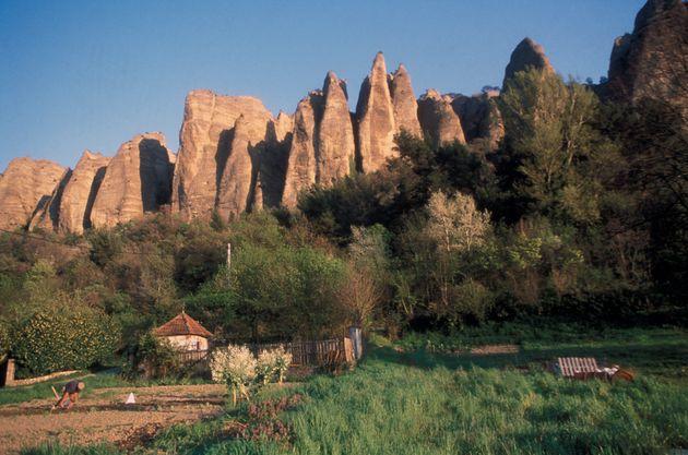 Un éboulement de rochers de la Falaise des Pénitents des Mées (ici en photo avant...