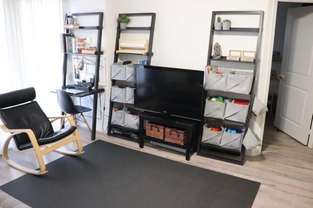 Les étagères hautes et étroites maximisent l'espace de