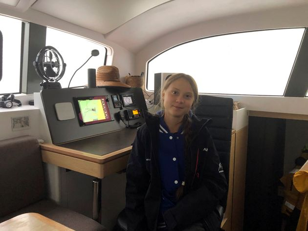 Greta Thunberg, une militante suédoise de 16 ans, est assise dans un catamaran amarré à...