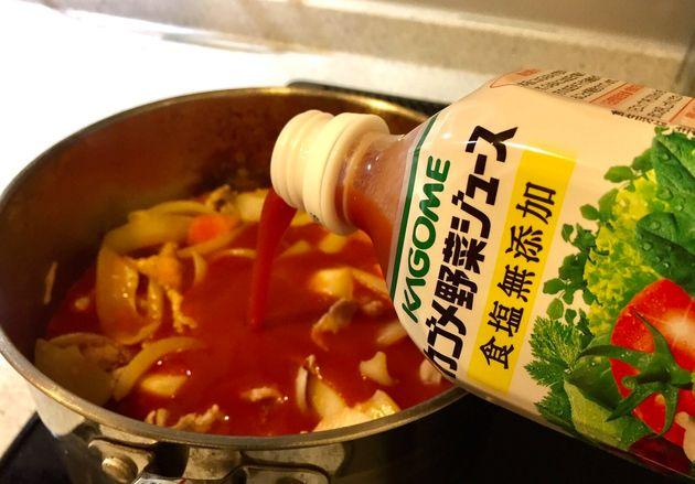 野菜ジュースを投入