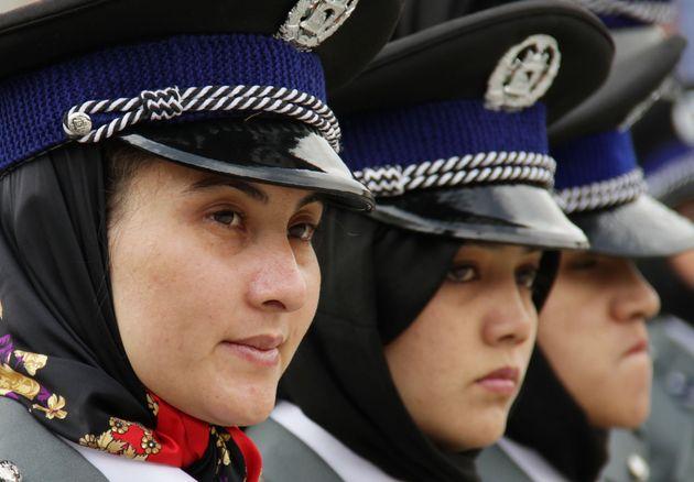 アフガニスタンの女性警官(この写真は、実際のアフガニスタンの女性警官を写したものですが、記事内で紹介した女性本人とは一切関係ありません)