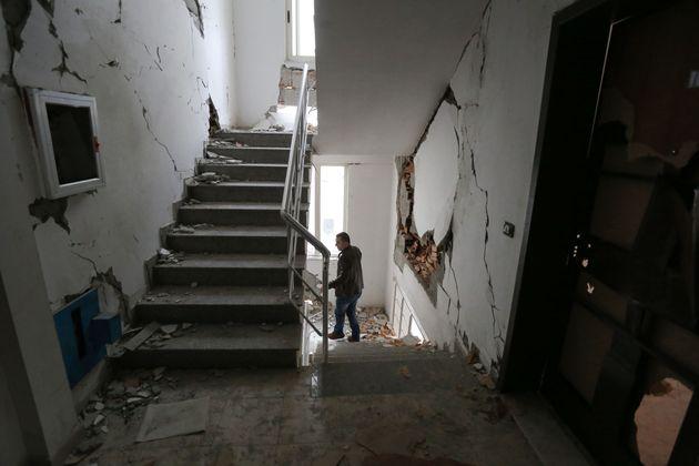 «Έξι μέρες και είμαστε ακόμη στο δρόμο» - Χιλιάδες τα κατεστραμμένα σπίτια από τον σεισμό στη