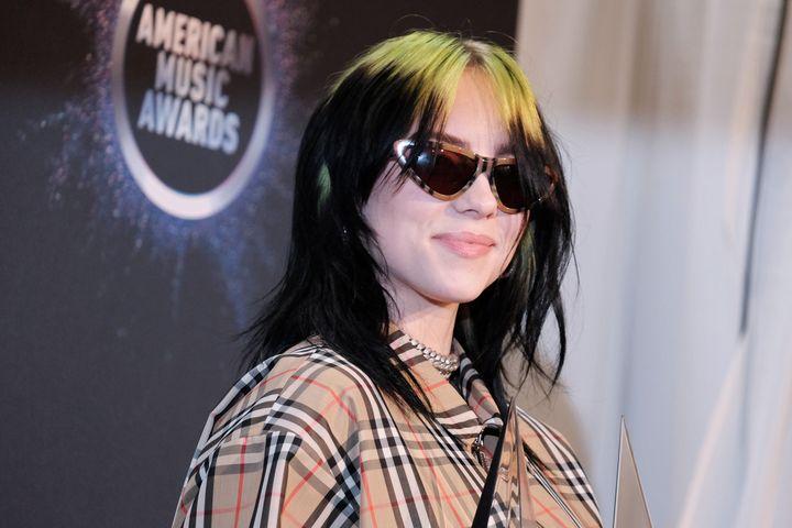 Η Μπίλι Αιλις αποκάλυψε ότι δεν γνωρίζει το ροκ συγκρότημα Van Halen.