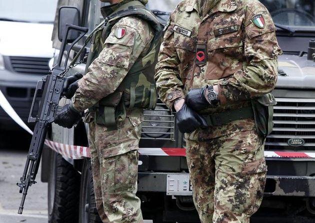 Rimilitarizzare l'accesso a Polizia e Arma sarebbe un grave