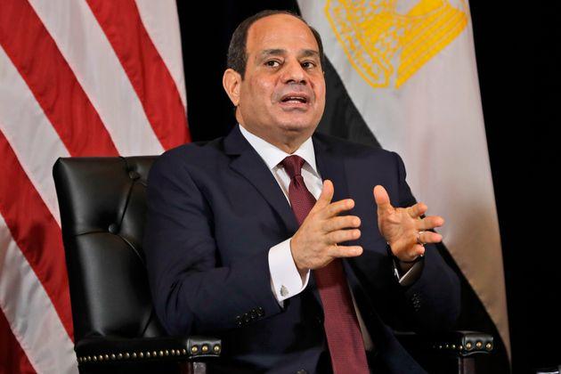 Ο πρόεδρος της Αιγύπτου προτείνει τη λύση του 12ωρου για να βελτιωθεί η οικονομία της